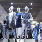 初対面の女性と会う時の服装はマネキン買いと店員のアドバイスで解決