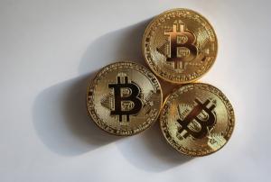 ビットコインの基礎知識を初心者向けにわかりやすく解説【これだけ】